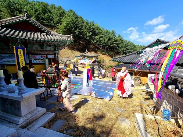 춘천 모란산 부흥사(주지 법선스님)는 8일, 코로나19 극복과 국태민안을 기원하는 신축년 봄맞이 영산대재를 봉행했다.